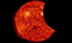 Zaćmienie Słońca widoczne z kosmosu