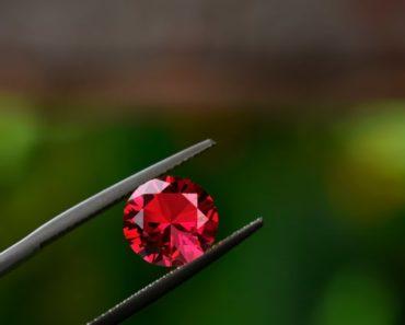 magiczne właściwości czerwonych kamieni