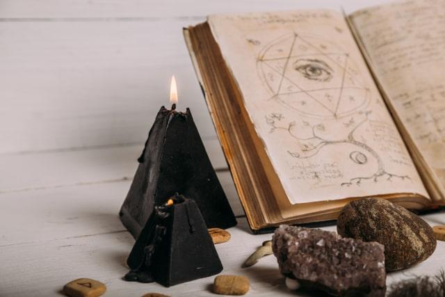 Czarna świeca w rytuałach magicznych